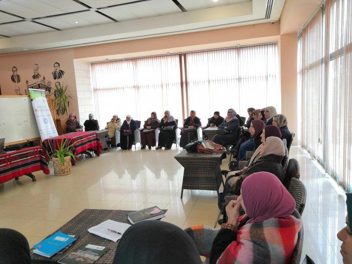 المركز الفلسطيني للاتصال والسياسات التنموية    المركز الفلسطيني يعقد ورشة عمل حول حقوق العاملات بين الواقع والتطبيق
