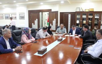المركز الفلسطيني للاتصال والسياسات التنموية  | غرفة محافظة الخليل توقع مذكرة تفاهم مع المركز الفلسطيني للاتصال